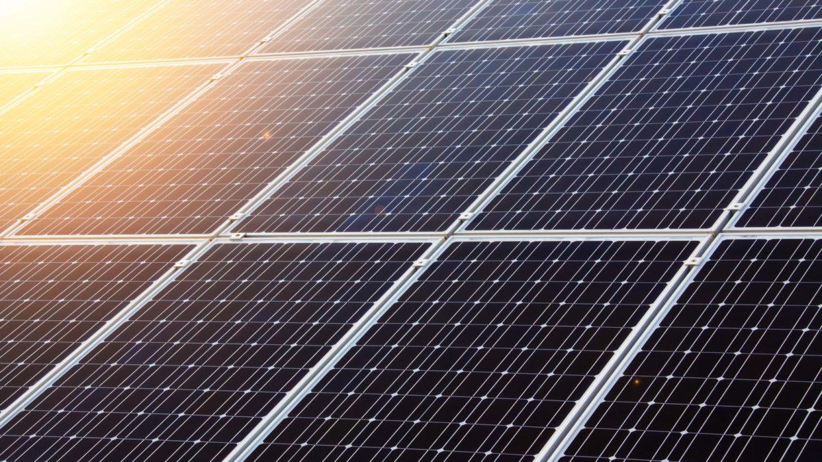 czym się różnią kolektory słoneczne od paneli fotowoltaicznych